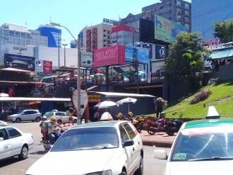 Visão da Rua e Letreiros. Photo By: Lucas Rocha